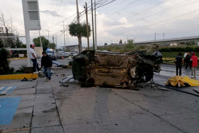 Mueren dos en accidente en Metepec